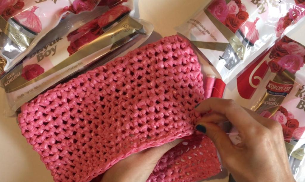 Video: Koroplast ile örgü el çantası yapımı