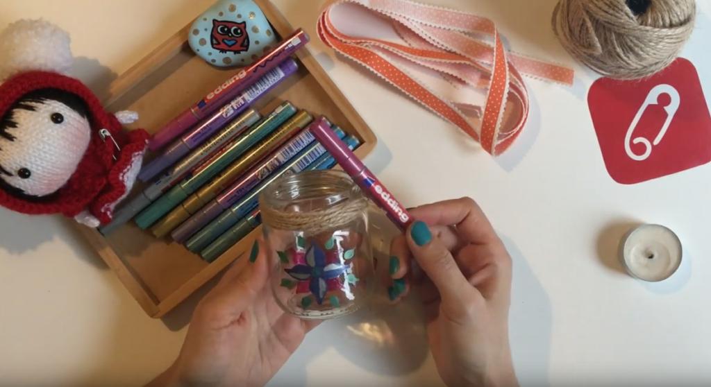 Video: edding'le minik kavanozdan mumluk yapımı