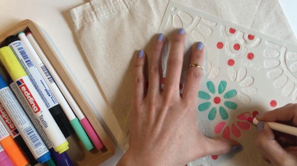 Video: edding tekstil kalemleri ile kumaş çanta boyama