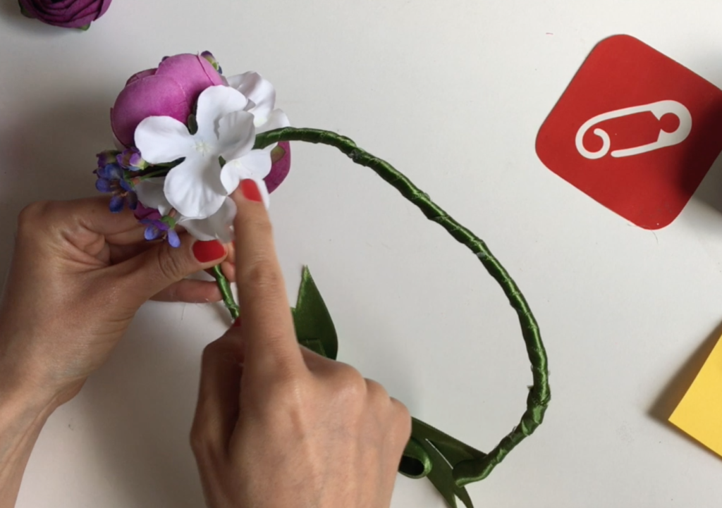 Video: Çiçekli nedime tacı yapımı